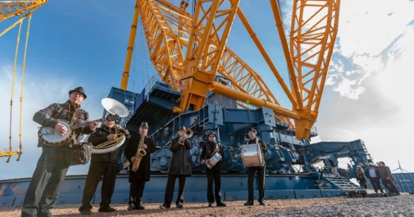 Belgian company Sarens has unveiled the world's largest crane – the SGC-250, which will be used to perform all the major lifts at the Hinkley Point C nuclear power plant in the UK.