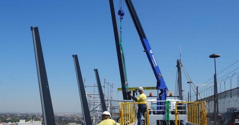 Crane supply company 600 Cranes has assisted in the installation of safety barriers on Melbourne's West Gate Bridge, with the company supplying a Tadano ZE290 truck-mounted crane to complete the John Holland-led project.