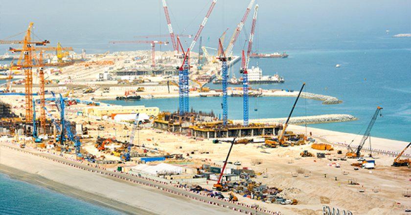 Nurol Construction has taken delivery of four new luffing jib cranes to work on the Beach Vista luxury development in Dubai, United Arab Emirates.