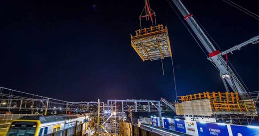 A 450-tonne crane has lifted the first parts of Sydenham Station's new pedestrian concourse as part of a major upgrade to bring the station to Sydney Metro standards.