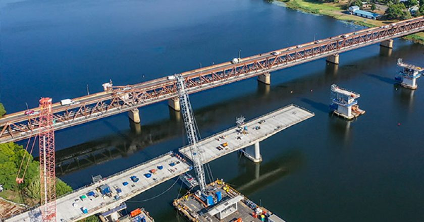 A 750-tonne crane has dismantled and replaced a 42-metre steel truss bridge as part of the $240 million Grafton bridge project.