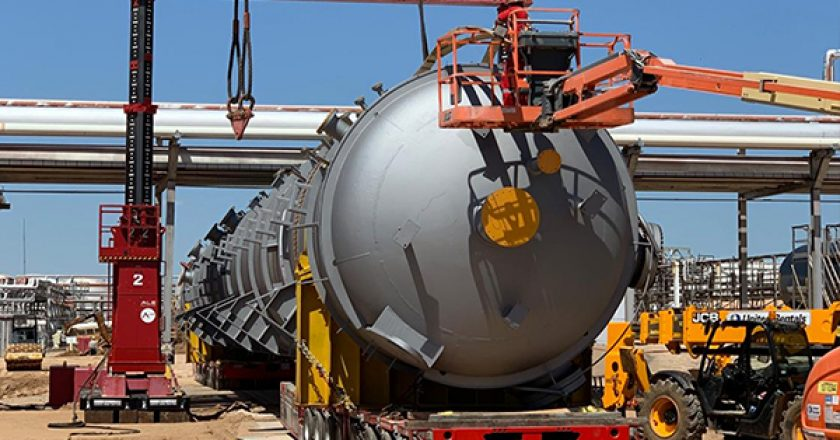 Three large pressure vessels have been installed at a Texas refinery requiring a precise lift to limit disruption to the facility's throughput.