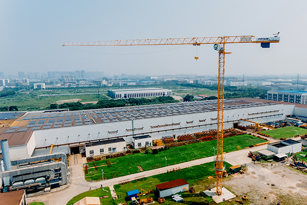 Manitowoc has unveiled a new topless tower crane, the Potain MCT 325, at the company's factory in Zhangjiagang, China.