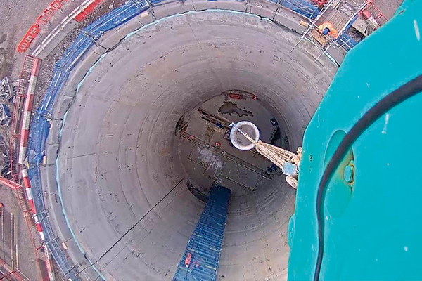 BlokCam is a wireless camera system that provides view and sound to the crane operator enhancing safety on construction sites. Cranes and Lifting finds out more about its uses.