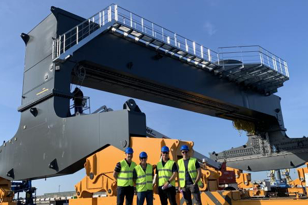 AAT, a subsidiary of Qube, has purchased a Liebherr LPS 550 rail mounted harbour crane, the first of its kind for Queensland.