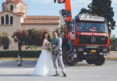 A Palfinger employee in Greece has tied the knot with his wife in front of three unusual witnesses, the PK 92002 SH, PK 85002 and PK 74002 loader cranes.