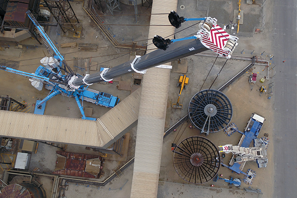 MAX Cranes' 1200 tonne Liebherr LTM 11200-9.1 was engaged to assist UGL to change out the B3 air rotor at AGL's Torrens Island Power Station. Tight access, low clearance and a confined set up area was not an issue for the 1200.