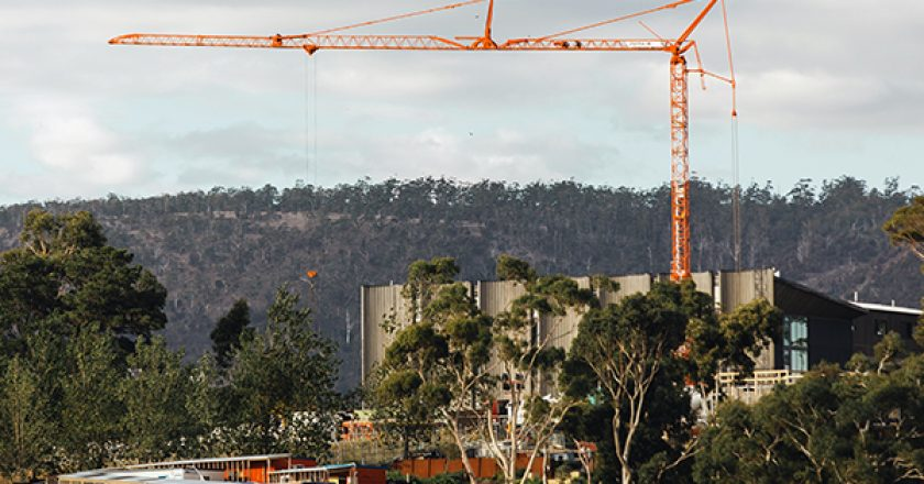 A Potain Igo T 85 A self-erecting crane is being used to expand the Museum of New and Old Art (Mona) in Hobart, Tasmania.