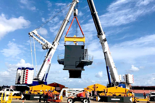 A new Liebherr LPS550 rail mounted harbour crane has been erected at the Port of Brisbane for Australian Amalgamated Terminals (AAT), a subsidiary of Qube.