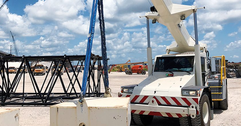 The first Franna AT 22 pick and carry crane left Conexpo when the show concluded and went to work on a large LNG project in southern US. Its operator quickly completed training and began to test the capabilities of the machine. He was forthcoming with his impressions of the Franna.